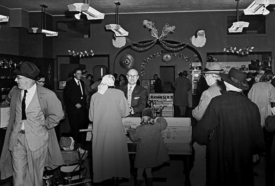 A mid-century Christmas crowd at Hamilton Jewelers