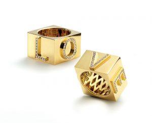 Janis Savitt Love ring in 18K yellow gold and diamonds