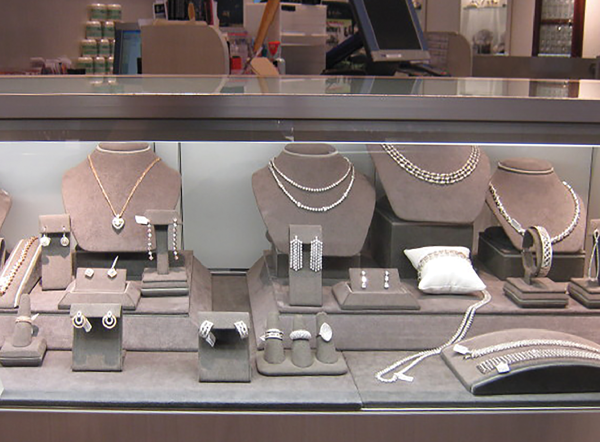 10 Jewelry Display Mistakes to Avoid During the Holidays