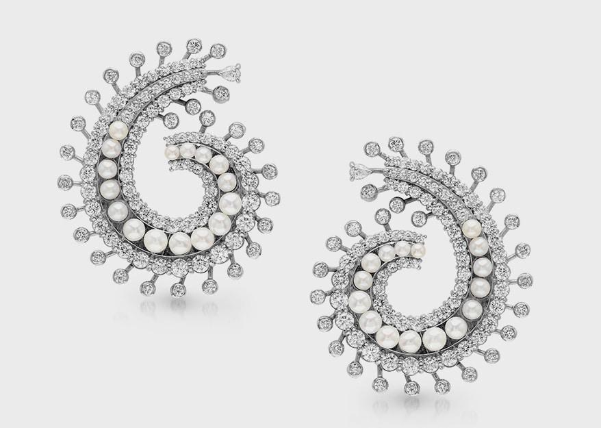 Pearls Glisten On The Red Carpet In Innovative Designs