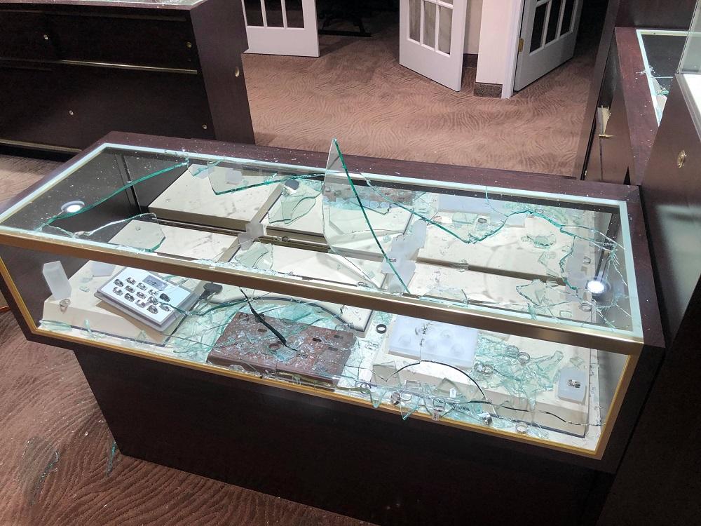 Aaland Jewelers looted