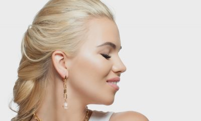 blond with earrings