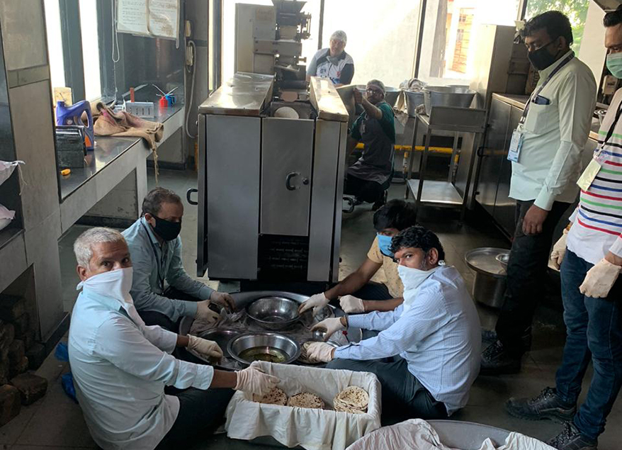 donating rotis during the pandemic