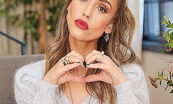 Jessica Alba Shows That Stacking Styles Is Still a Major Trend