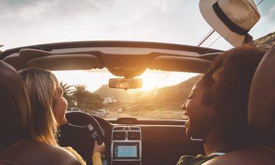 2-friends-driving