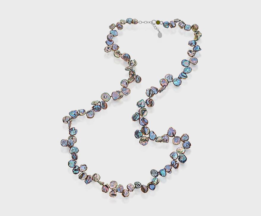Collier de perles May Came Home Keshi avec fermoir émaillé en argent sterling.