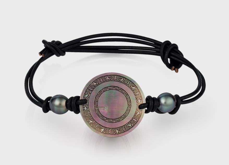 Baggins Pearls Leather cord bracelet