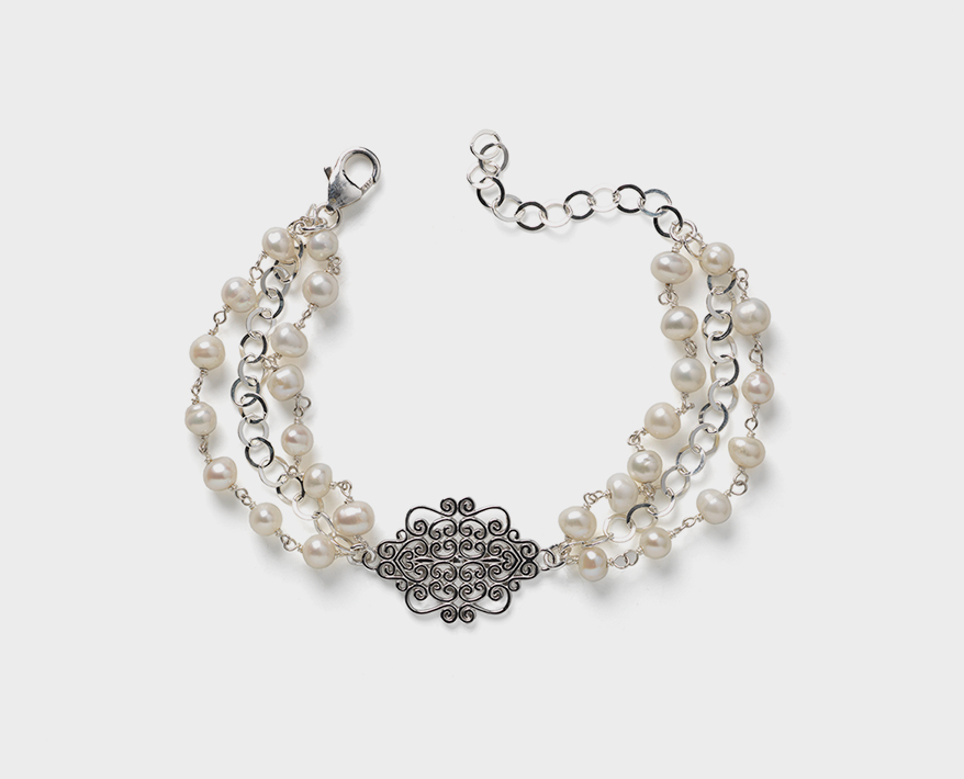 Southern Gates Sterling silver bracelet with freshwater pearls.